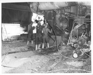 workers-tapping-furnace-#6-HISTORY